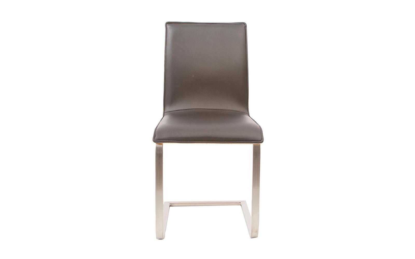 silla de comedor de color chocolate